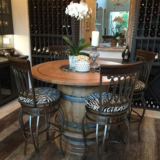 ヒューストンのエクレクティックスタイルのおしゃれなワインセラーの写真