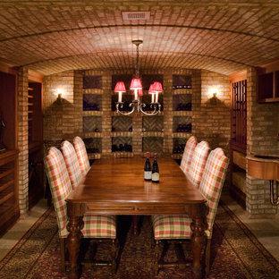 Idee per una grande cantina classica con pavimento con piastrelle in ceramica e portabottiglie a vista