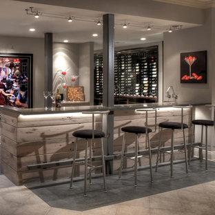Idée de décoration pour une cave à vin minimaliste.
