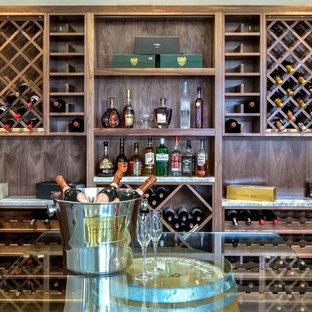 ケントの大きいエクレクティックスタイルのおしゃれなワインセラー (無垢フローリング、ワインラック、茶色い床) の写真