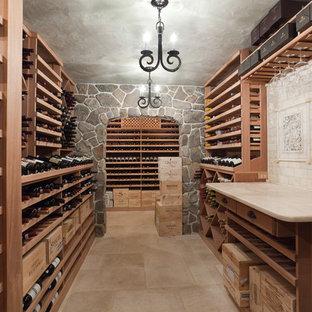 Foto de bodega ecléctica, extra grande, con botelleros, suelo de travertino y suelo beige