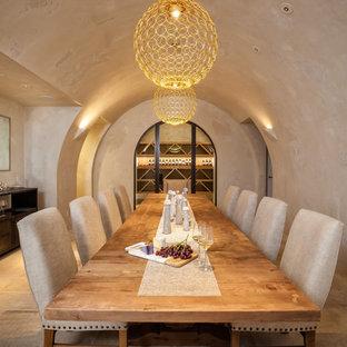 Inspiration för klassiska vinkällare, med klinkergolv i keramik och vindisplay