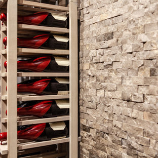 Foto de bodega minimalista, pequeña, con suelo laminado, botelleros y suelo gris