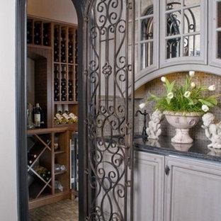 Idéer för att renovera en mellanstor vintage vinkällare, med klinkergolv i keramik, vinställ med diagonal vinförvaring och beiget golv