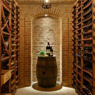 Idéer för att renovera en medelhavsstil vinkällare, med vinhyllor och beiget golv