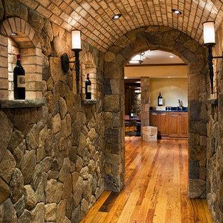 ボストンの大きい地中海スタイルのおしゃれなワインセラー (菱形ラック、淡色無垢フローリング、茶色い床) の写真