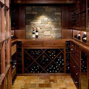 Idéer för en mellanstor modern vinkällare, med kalkstensgolv och vinställ med diagonal vinförvaring