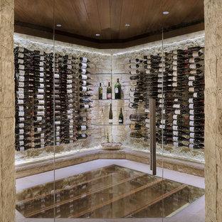 Inredning av en modern vinkällare, med vinhyllor