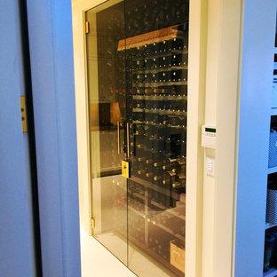 Inredning av en modern vinkällare
