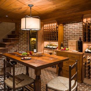 Foto på en vintage vinkällare, med tegelgolv, vinhyllor och rött golv