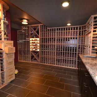 Esempio di una cantina boho chic di medie dimensioni con pavimento con piastrelle in ceramica, rastrelliere portabottiglie e pavimento nero