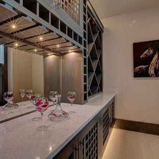 Diseño de bodega moderna, grande, con suelo de linóleo y botelleros de rombos