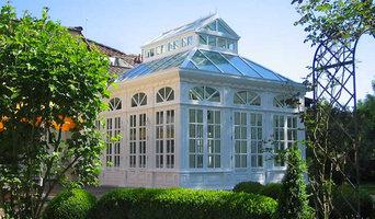 Englischer Wintergarten in viktorianischem Stil, mit Laternendach und Pyramidend