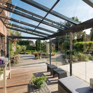 Mittelgroßer Klassischer Wintergarten mit hellem Holzboden und Glasdecke in Bremen