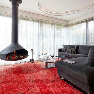 Foto de salón para visitas cerrado, contemporáneo, grande, sin televisor, con chimeneas suspendidas y marco de chimenea de metal