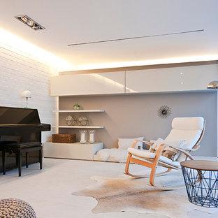 Ispirazione per un grande soggiorno scandinavo aperto con sala formale, pareti beige, pavimento in gres porcellanato, camino classico, cornice del camino piastrellata e TV nascosta
