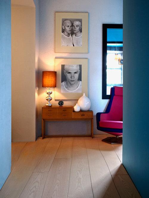 Essplatz stilvoll einrichten moderner Kronleuchter blaue Stühle