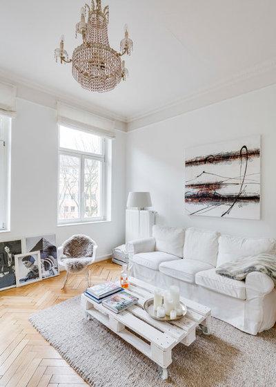 Skandinavisch Wohnzimmer by Sven Fennema Fotografie