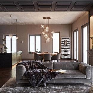 Großes, Repräsentatives Modernes Wohnzimmer ohne Kamin, im Loft-Stil mit brauner Wandfarbe, dunklem Holzboden und braunem Boden in Berlin