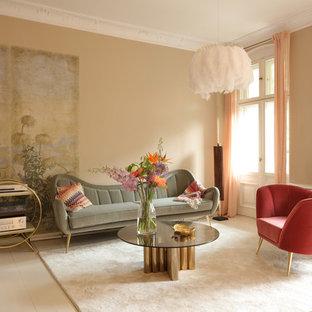 Immagine di un soggiorno chic di medie dimensioni con sala formale, pareti marroni, pavimento in legno verniciato, nessun camino, nessuna TV e pavimento bianco