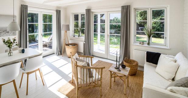 Skandinavisch Wohnzimmer by J. Gustafsson   Architektur