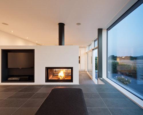 Wohnzimmer mit Tunnelkamin und Wand-TV - Ideen, Design ...