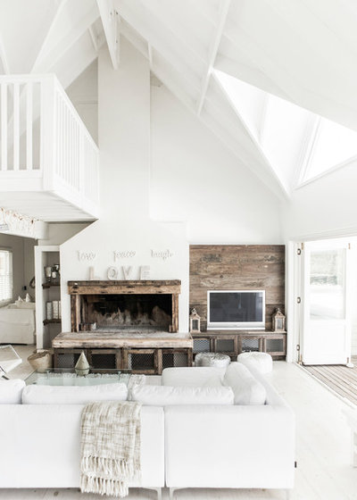 Beach Style Living Room by André Becker • Photography