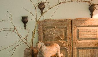 Beistelltisch mit Holzpferdchen