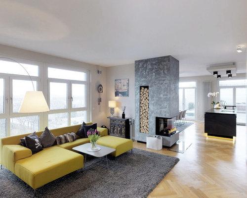 Großes, Repräsentatives Modernes Wohnzimmer Im Loft Style Mit Beiger  Wandfarbe, Tunnelkamin, Wand