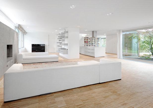Modern Wohnbereich by Christ.Christ. associated architects GmbH