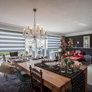 Großes, Repräsentatives, Offenes Stilmix Wohnzimmer ohne Kamin mit schwarzer Wandfarbe, Teppichboden und grauem Boden in Köln