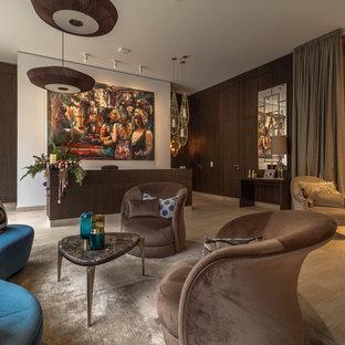 Großes, Repräsentatives Modernes Wohnzimmer ohne Kamin, im Loft-Stil mit brauner Wandfarbe, beigem Boden und Marmorboden in Berlin