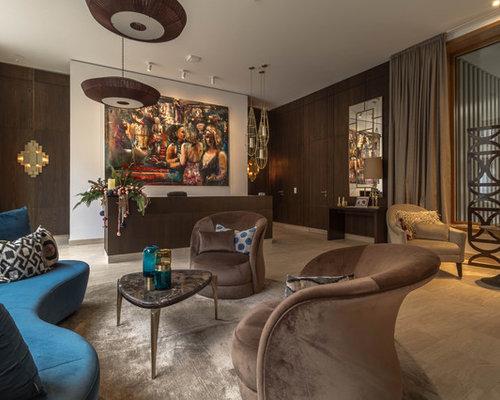 Großes, Repräsentatives Modernes Wohnzimmer Ohne Kamin, Im Loft Style Mit  Brauner Wandfarbe,