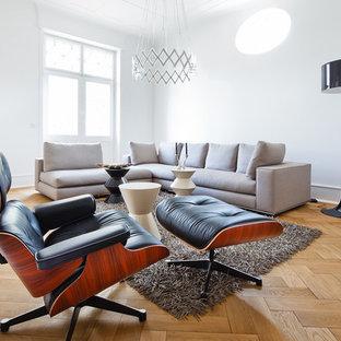 Foto de salón nórdico con paredes blancas y suelo de madera clara