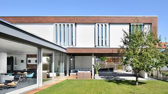 Fließender Übergang zwischen Innenraum und Garten, großzügige Glasfassade