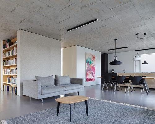 Große, Offene Moderne Bibliothek Mit Weißer Wandfarbe Und Betonboden In  Stuttgart