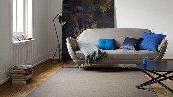 grauer Teppich im Wohnzimmer
