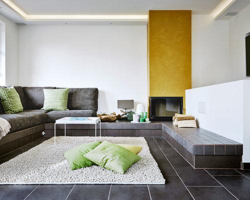 Beispiel Fr Offene Moderne Wohnzimmer Mit Weisser Wandfarbe Eckkamin Verputztem Kaminsims Und Wand