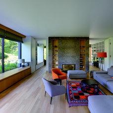 Modern Family Room by Design Associates GmbH