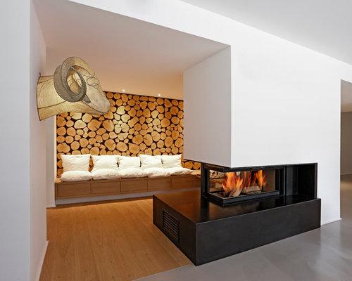 reprsentatives offenes kleines modernes wohnzimmer mit hellem holzboden tunnelkamin und weier wandfarbe in - Kleine Wohnzimmer Ideen