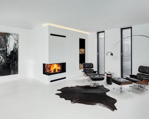 Wohnidee Fr Grosse Offene Fernseherlose Moderne Wohnzimmer Mit Weisser Wandfarbe Eckkamin Und Verputztem