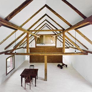 Foto de salón rústico, grande, con paredes blancas