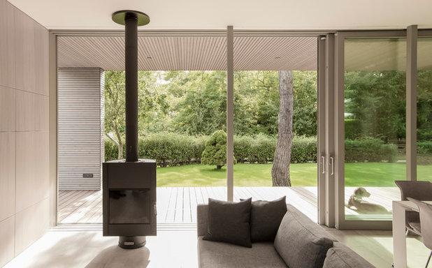 Minimalistisch Wohnbereich by 2D+ Architekten