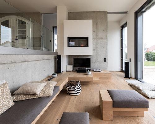 Geräumiges, Repräsentatives Modernes Wohnzimmer Im Loft Style Mit  Hängekamin, Verputztem Kaminsims, Freistehendem