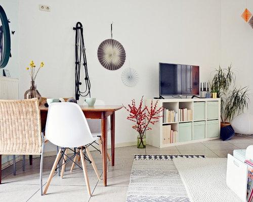 mittelgroes modernes wohnzimmer mit weier wandfarbe linoleum und freistehendem tv in dsseldorf - Modernes Wohnzimmer Ideen