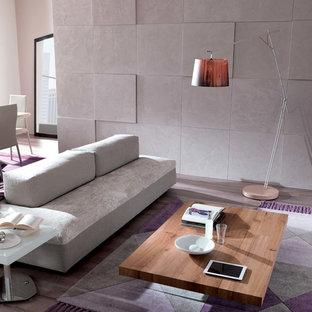 ベルリンの広いコンテンポラリースタイルのおしゃれなオープンリビング (白い壁、コンクリートの床、暖炉なし、テレビなし、グレーの床、ライブラリー、レンガの暖炉まわり) の写真