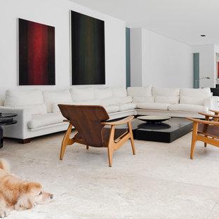 Repräsentatives, Offenes, Mittelgroßes, Fernseherloses Modernes Wohnzimmer mit weißer Wandfarbe und beigem Boden in Berlin