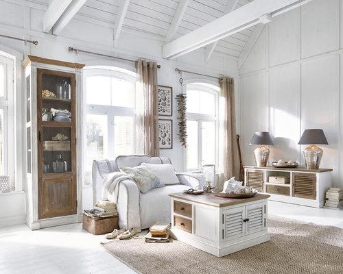 Lieblich Mittelgroßes, Abgetrenntes Maritimes Wohnzimmer Ohne Kamin Mit Weißer  Wandfarbe, Hellem Holzboden Und Weißem Boden