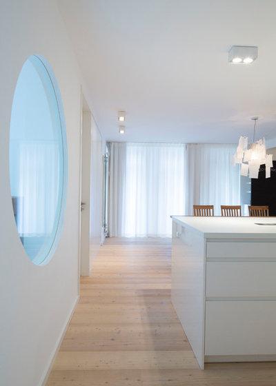 Minimalistisch Wohnbereich by pur architekten petri und raff PartGmbB