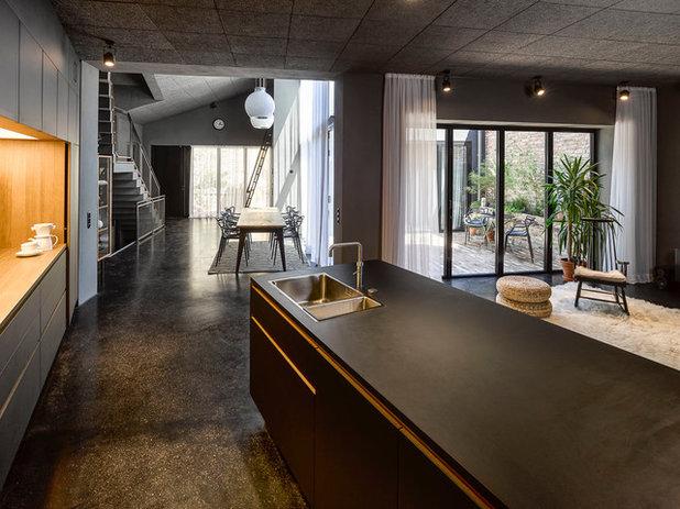 Contemporary Living Room by Scheumar Baumanufaktur GmbH